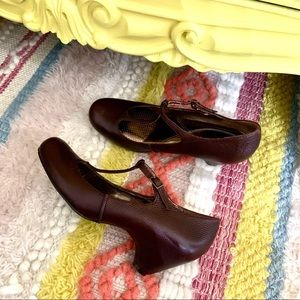 Ciao Bella brown leather Mary Jane t-strap heels